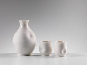 NEWMAN Veronica - Bouteille et coupes pour le saké
